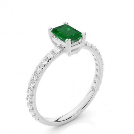 Smaragd-Verlobungsring mit Zinkeneinstellung