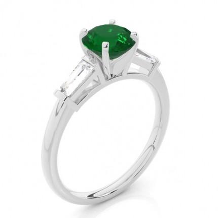 Zinkeneinstellung runder Smaragd-Drei-Stein-Ring