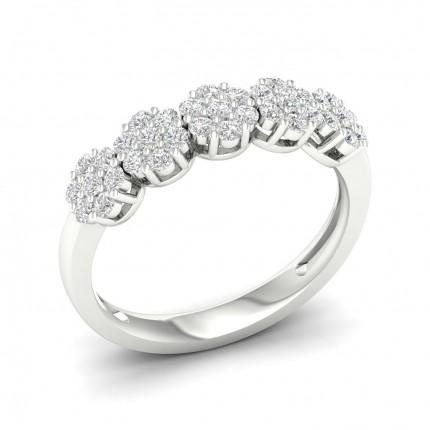 Anello Alla Moda Con Diamante Rotondo Con Montatura A Griffe