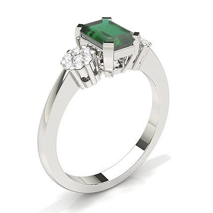Anello Con Pietra Laterale Smeraldo Con Montatura A Griffe