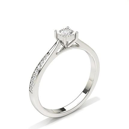 Anillo De Compromiso De Diamantes Con Piedras Laterales Redondas Y Placa De Ilusión