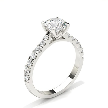 Anillo De Compromiso De Diamantes Con Piedras Laterales Redondas Y Conjunto De Clavijas